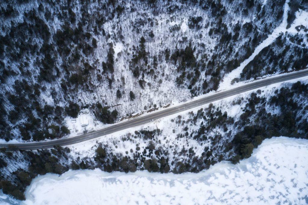 Vista superior de una carretera en Maine
