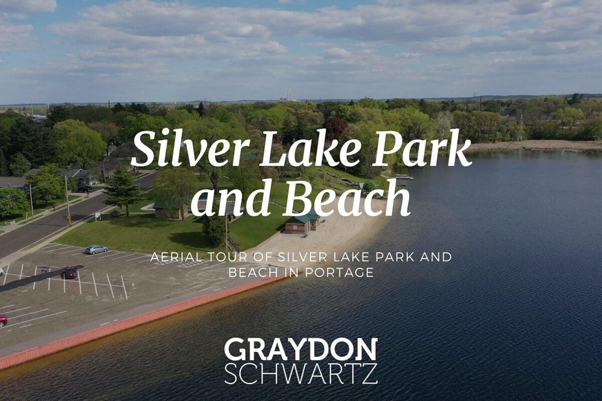 Visite aérienne du parc et de la plage de Silver Lake à Portage